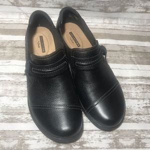 Clarks leather shoes size 6.